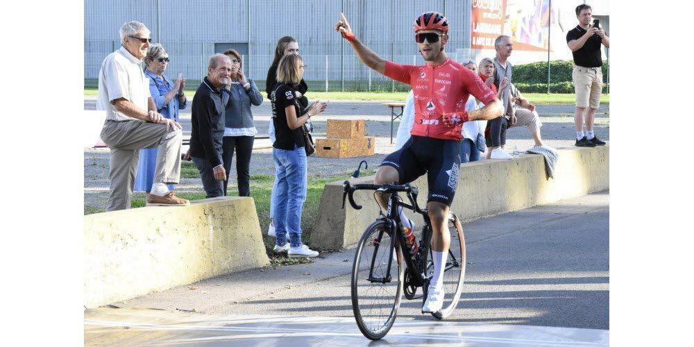 L'arrivée victorieuse de Tanguy Dulac (VS Villefranche Beaujolais)
