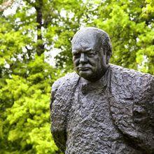Quatre saillies politiques de Churchill, le héros à la bouche nicotineuse et à la dent dure...