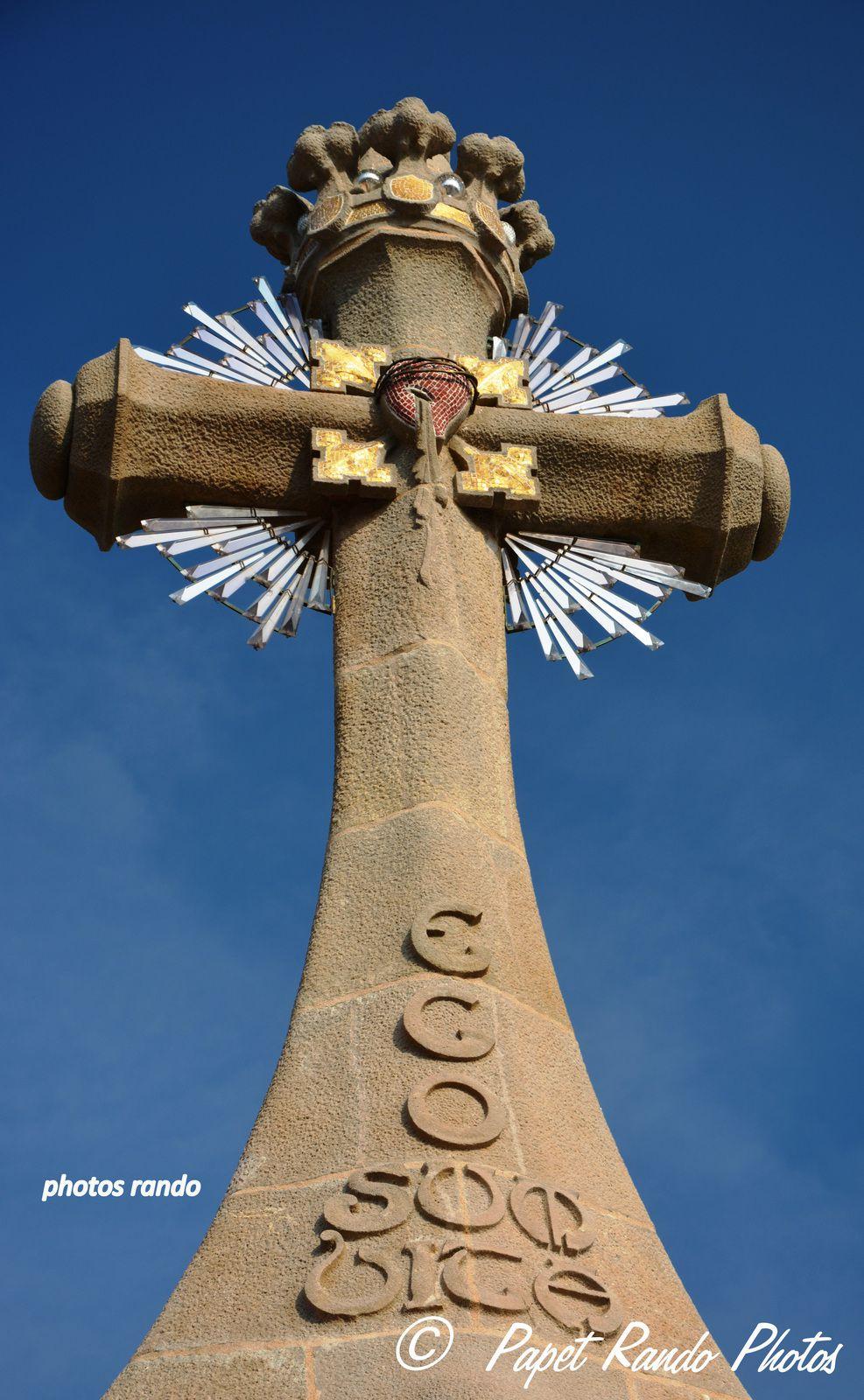Le cimetiere de Lloret de Mar , un des plus beau d'Europe, souvent de nombreux photgraphes & dessinateurs y sont