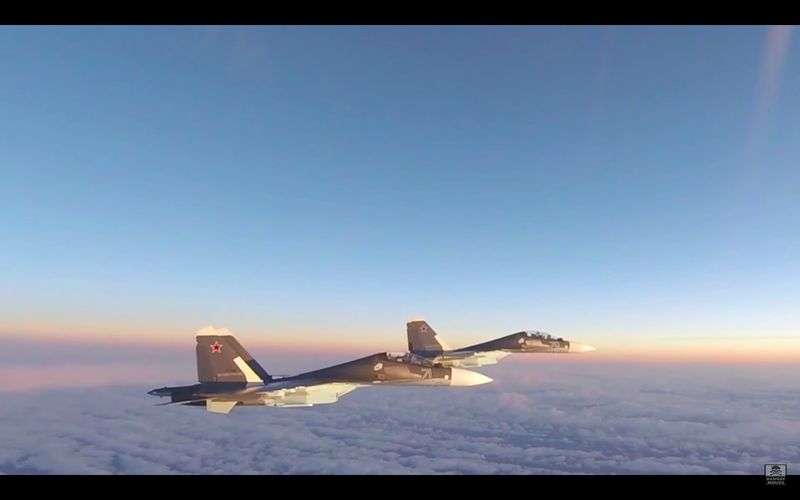 VIDEO : Des F-15C Eagle de l'US Air Force interceptent des Su-30SM Flanker russes