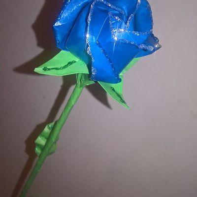 Rose bleue pailletée