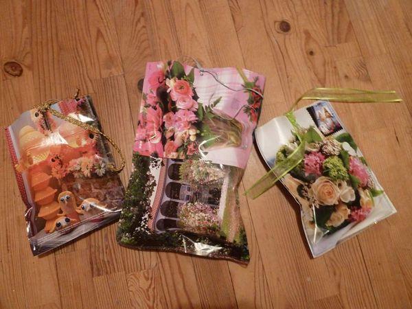 Des pochettes cadeaux avec des pages de magazines