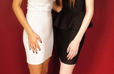 Lucy y María Aylmer hermanas gemelas: una es blanca y la otra negra.