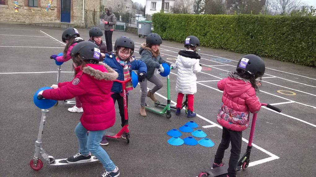 Trottinettes et vélos à l'école