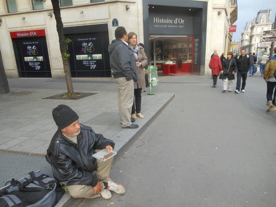 Paris. Rue de Rivoli. 10 Mai 2012. © Jean-Louis Crimon