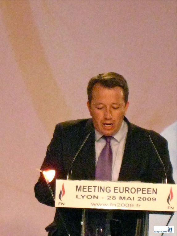 Meeting du Front National à Lyon le 28 mai 2009 dans la cadre de la campagne européenne. Campeo a décidé d'essayer, dans la mesure du possible de couvrir tous les courants politiques...