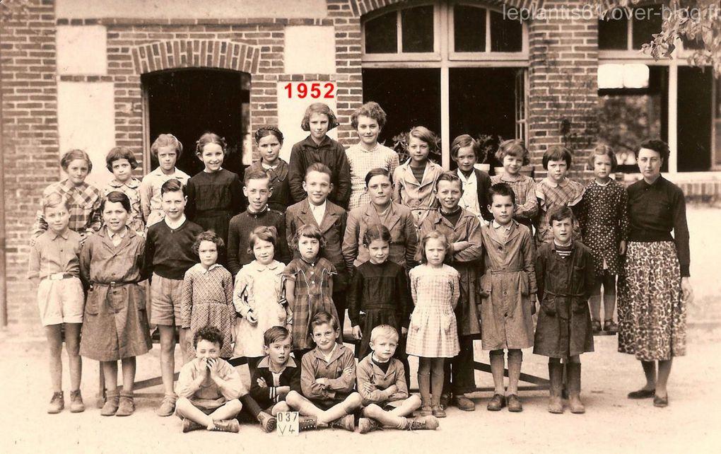 Groupe d'élèves de l'école du Plantis en 1952