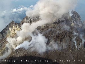 Merapi - the dome on 18.02.2019, respectively at 6h57, 8h26 and 14h21 - photos BPPTKG - one click to enlarge