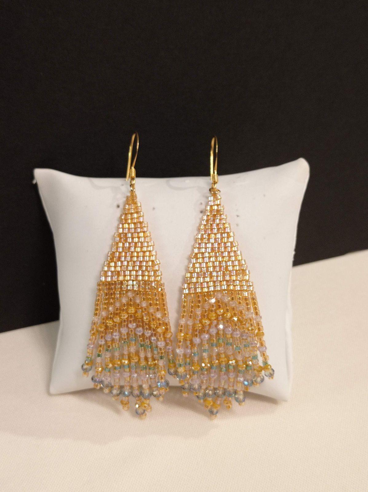 REF.VN231- BO perles de verre, zirconium, cristal, crochets dorés à l'or fin, long. 8cm. l'art. 2cm. 29€.
