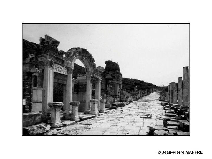 Un pays chargé d'histoire, passionnant à découvrir et à photographier pour ses paysages, ses vestiges archéologiques et sa population.
