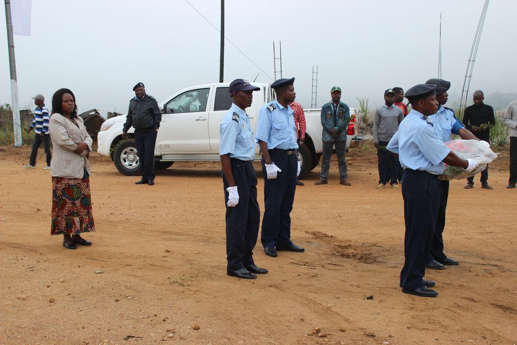 Numa manhã cheia de novoeiro, escortada pela polícia municipal, a comitiva de funcionário, preparavam.se para depositar flores no túmulo de soldado desconhecido.