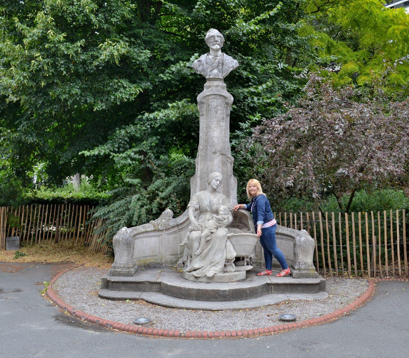 La statue du P'tit Quinquin à Lille...
