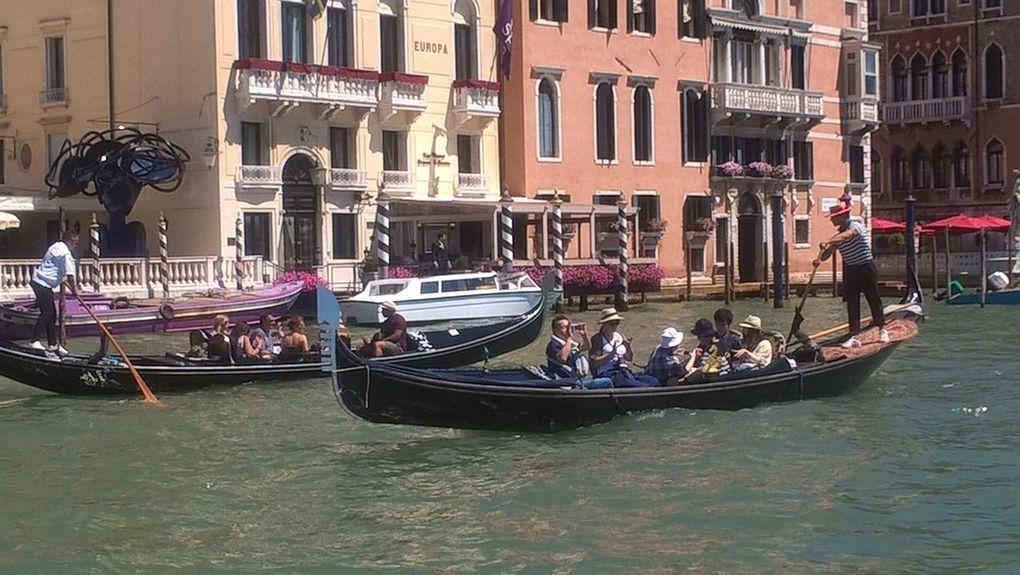 Groupe 2 : Place et Basilique Saint Marc, les gondoles ... c'est Venise !!!