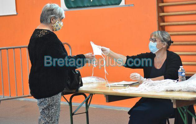 Distribution de masques aux Rennais avant le déconfinement