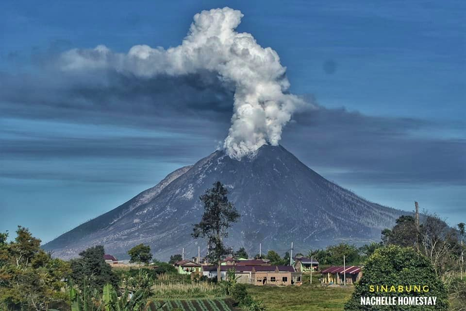 Sinabung - gas and ash emission on 07.09.2020 / 07h52 - photo Nachelle homestay