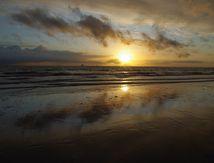 Réflexion de nuages au soleil couchant