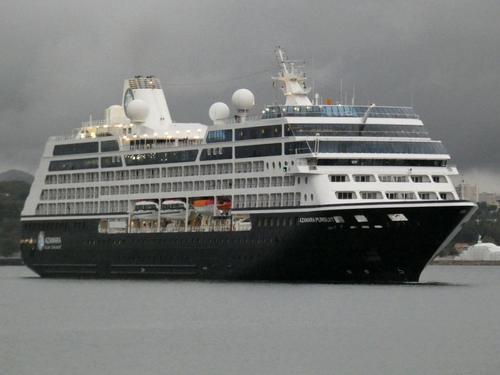 AZAMARA PURSUIT , arrivant au port de Toulon le 21 octobre 2019