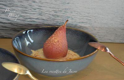 Poires pochées au bissap et crème anglaise