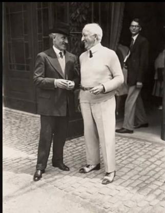 Il y a une photo de Friedelind avec Toscanini, qui, lui aussi, a quitté le festival dès l'arrivée du nazisme.