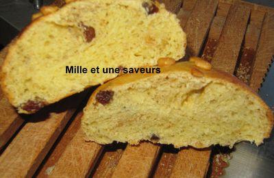 Petit pain brioché thé agrumes, abricot, figue et raisin