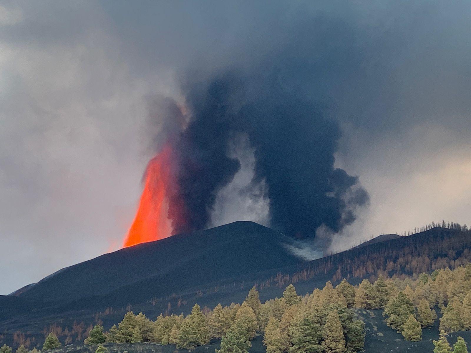 La Palma / Cumbre Vieja - activité de fountaining au 11.10.2021 - Doc. LMU_Volc