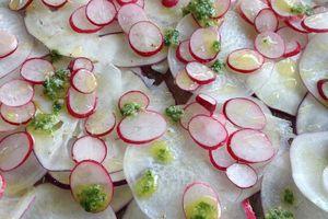 Carpaccio de légumes de printemps et vinaigrette de fanes au pamplemousse