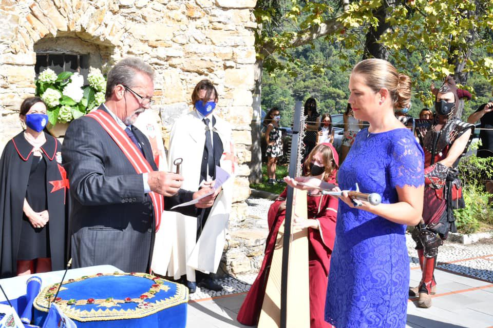 "S.A.S. la Princesse Nina  accorde une interviewe à "" Srigina''"