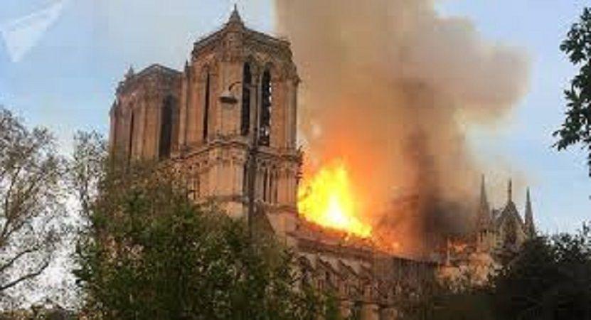 NOTRE DAME DE PARIS... DES FLAMMES ET DES LARMES...