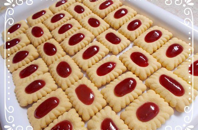 Tartelettes à la confiture de framboise avec le découpoir rectangle de cakemabrouk