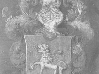 Saint-Augustin rédigeant son œuvre : à gauche le tableau présent dans l'église Saint-Cyr (vue extraite de la base POP), une vue de l'œuvre originale de Philippe de Champaigne (Wikimedia) et le détail des armes de la famille Le Monnier, donatrice des fonds ayant permis de réaliser l'œuvre saint-cyrienne (Base POP itou).
