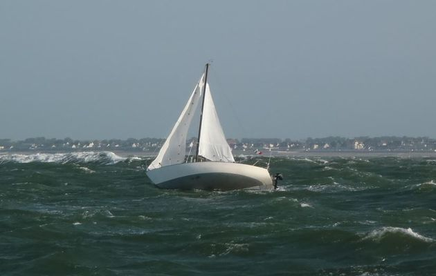 Deux Equipiers D Un Voilier Jetes A La Mer Au Large De Saint Aubin Sur Mer 14 Actunautique Com