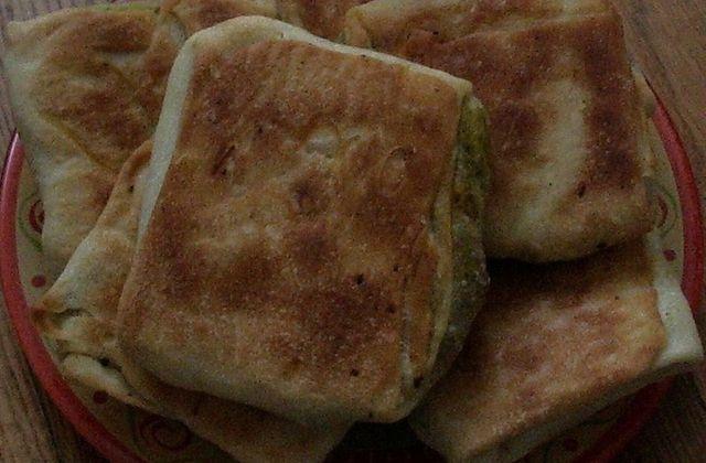 Msemen (crèpes feuilletées) au four, farci aux poivrons et viande hachée