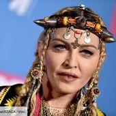 PHOTO Madonna : poitrine apparente, elle exaspère ses fans - Voici