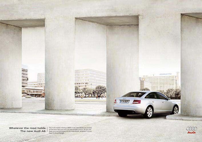 publicité Audi la voiture est garée dans un pilier transformé en passage