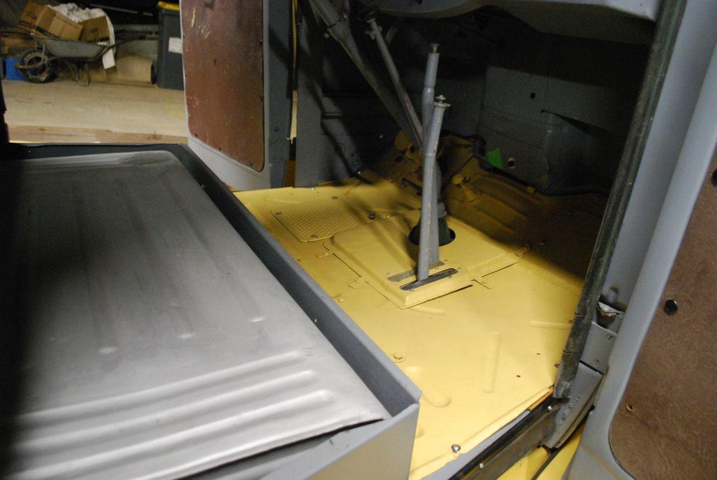 Crédit photos : Alain Chaussade -Intérieur cabine, remise en place du réservoir, plancher cabine.