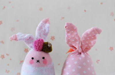 Doudou lapin socquettes