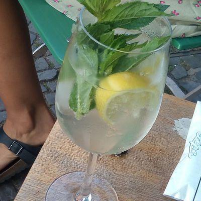 Hugo : un cocktail qui met le sirop de fleurs de sureau à l'honneur