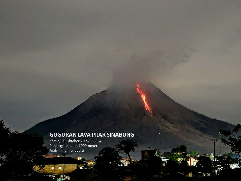 Sinabung - incandescent avalanche 29.10.2020 / 22h24 WIB - photo PVMBG