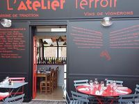 Mon livre avec Périco Légasse, A boire et à manger, la terrasse de L'Atelier Terroir à Luisant-Chartres, et l'affiche de Terra Madre de Slow Food à Turin