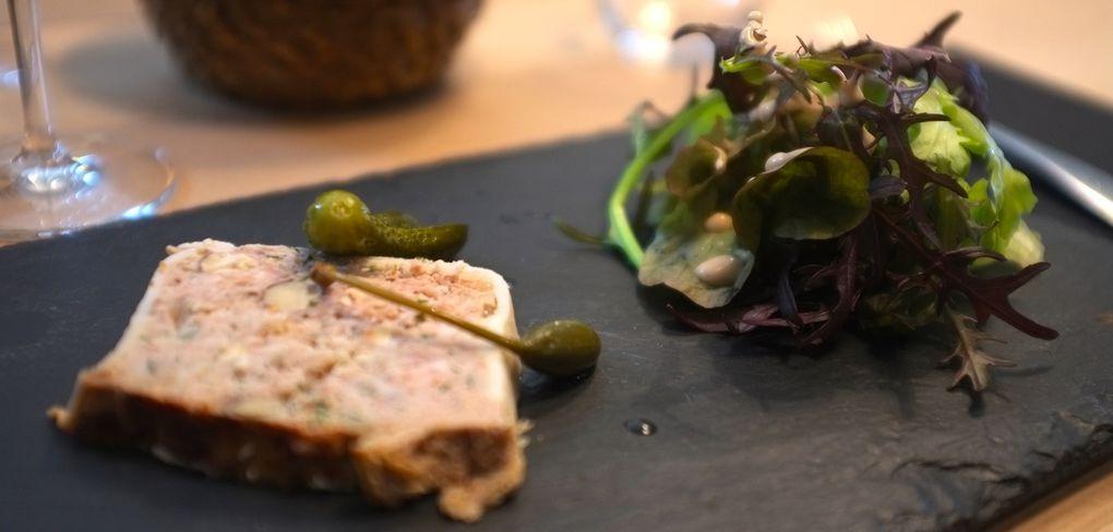 Terrine de lapin aux noisettes/salade bio - Tartare de lieu jaune aux herbes fraîches - Merlu au naturel, légumes de printemps, vinaigrette d'herbes