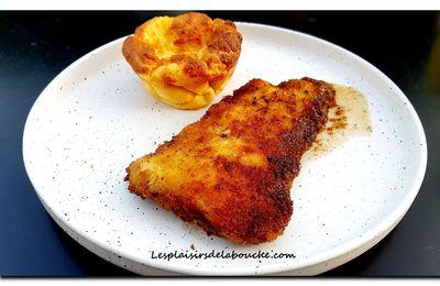 Filet de merlan pané et soufflé de purée.