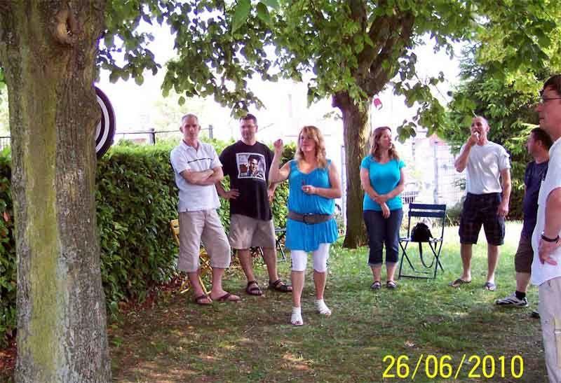 Le 1er barbecue organisé par le club fut une grande réussite. Quel plaisir de festoyer à l'ombre des immenses tilleuls.