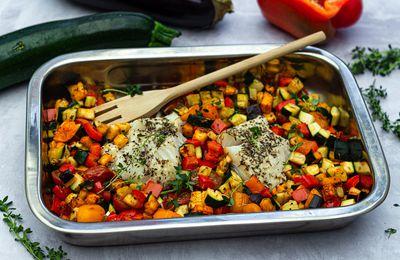 Cabillaud et légumes d'été rôtis au four (tout-en-un)