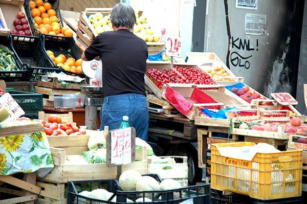marchand fruits legumes naples italie bernieshoot