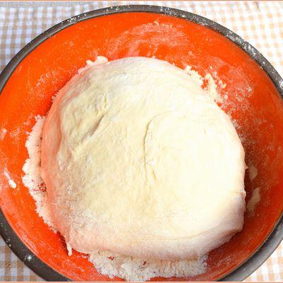 la Pâte à pizza maison comme on en rêve... et c'est au chef italien Denny Imbroisi qu'on la doit !