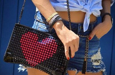 #details ❤️ Smart #streetstyle.  More on #sofrenchbynaty  Check link in bio www.sofrench.pro @louboutinworld #clutch  @lenaetmoi #bracelet