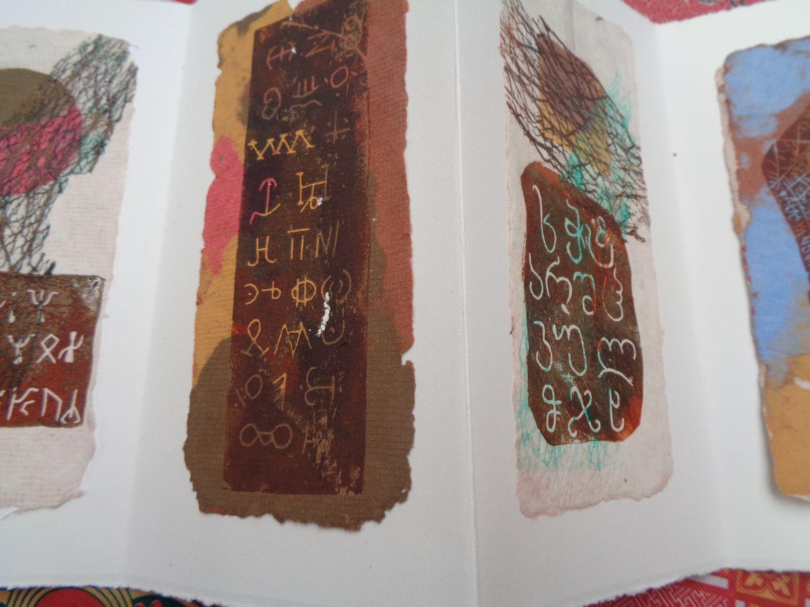 les papiers sont réalisés avec des pâtes teintées aux pigments