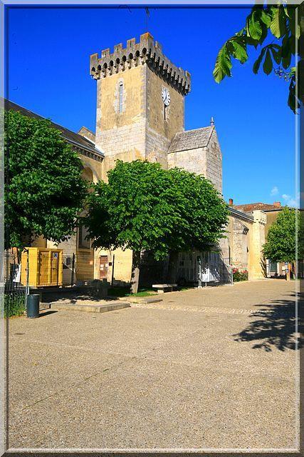 Diaporama église fortifiée de Courçon