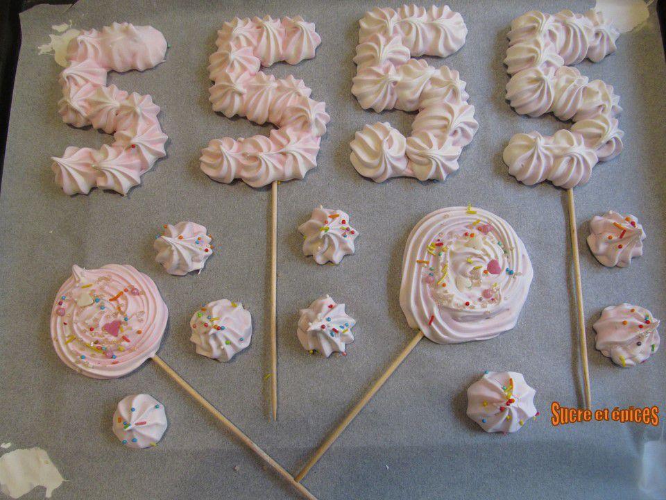 Décors en meringue pour des gâteaux d'anniversaire