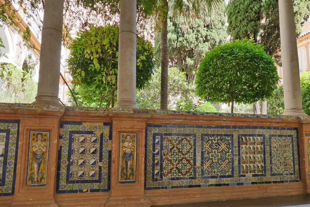 Cloître principal, Musée des Beaux-Arts de Séville, photo lavieb-aile.